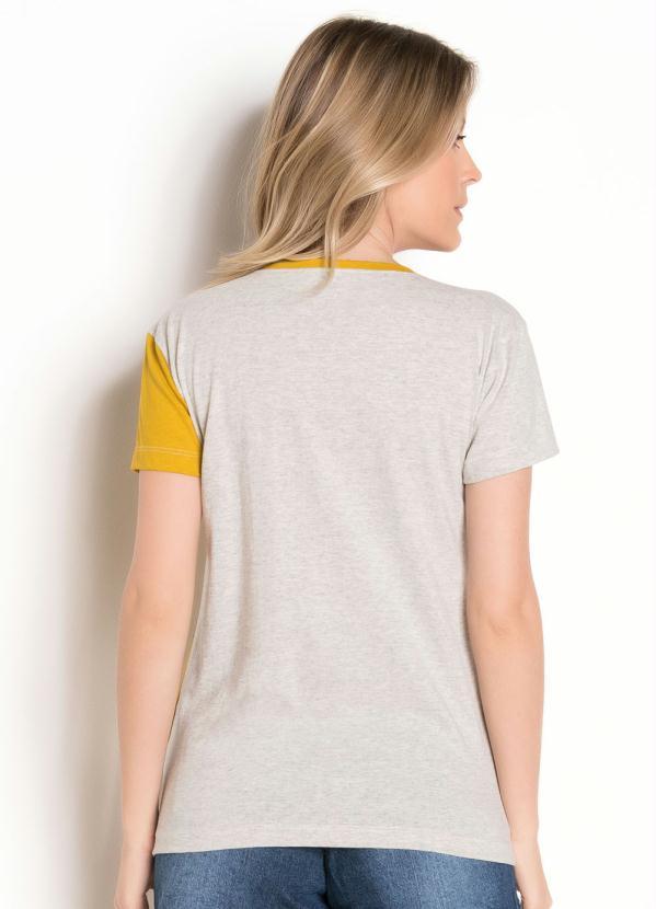 T-Shirt Bicolor com Estampa Frontal