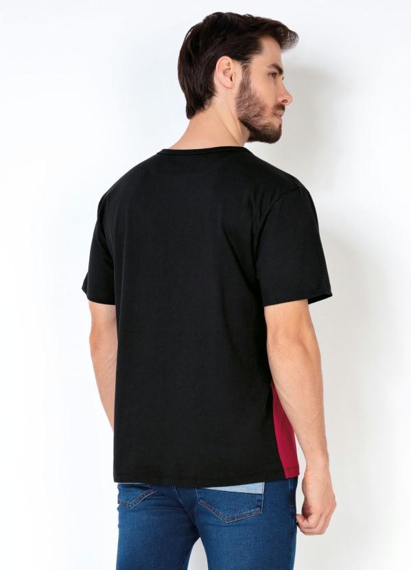 Camiseta com Recorte Work Hard Preto e Vermelho